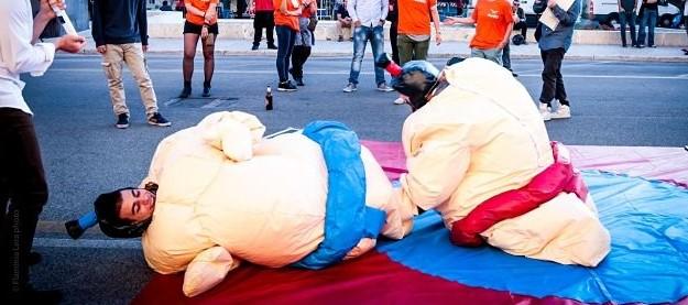 gonfiabile sportivo lottatori di sumo