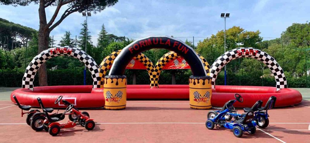 noleggio del gonfiabile sportivo pista dei go kart