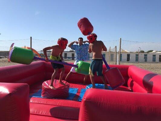 Gonfiabili sportivi a noleggio per sfide tra amici