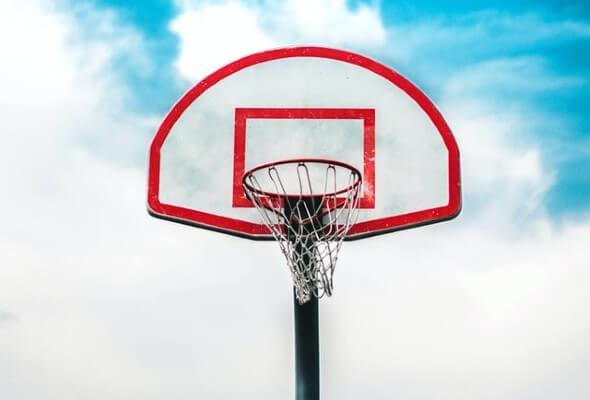 Gonfiabili a tema basket per l'inaugurazione di un centro sportivo